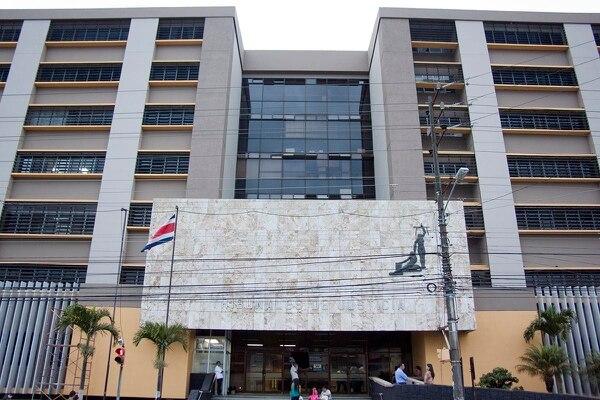 24/02/2013. Fachada del edificio de los tribunales en Guadalupe. / fotografia por Fabian Hernandez para la nacion.