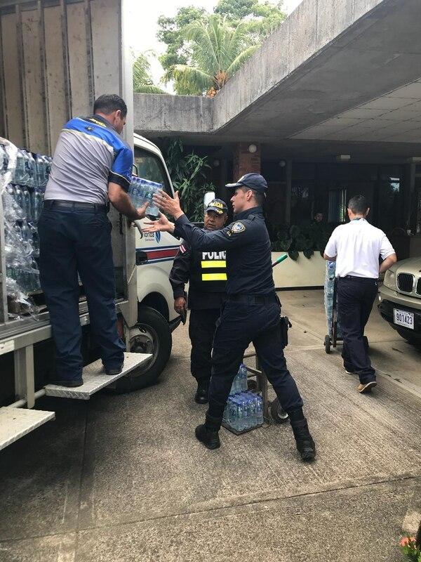 El ministro de Seguridad, Michael Soto, agradeció el gesto de la empresa Foto: Cortesía del MSP.