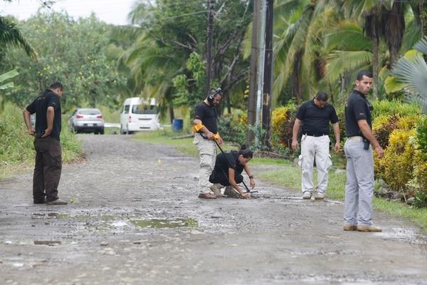 Alrededor de la casa los investigadores encontraron casquillos de las armas de fuego calibre 38, 12 y 9 milímetros. Fotos: Wilbert Hernández.