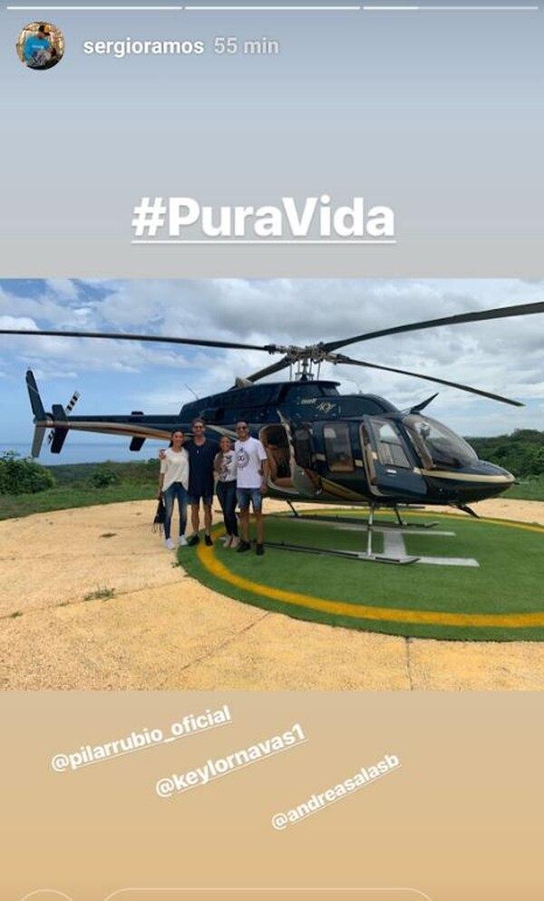 El grupo se ha traslado por el país en un helicóptero facilitado por los dueños de Teletica. Esta imagen la compartió Ramos el sábado cuando salieron de Guanacaste rumbo a Monteverde. Tomado de Instagram.
