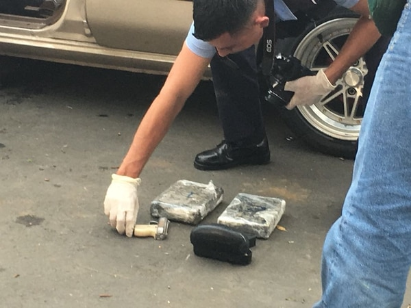 Los ticos llevaban dos kilos de cocaína y andaban en un carro con placas ticas. Foto: Diario Hoy