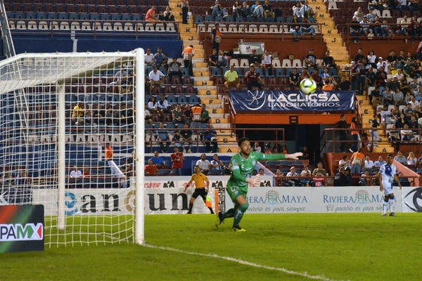 Leonel Moreira jugó su primer partido como titular en la victoria 2-1 del Pachuca ante el Atlante. Foto: Agencia EL UNIVERSAL/RCC