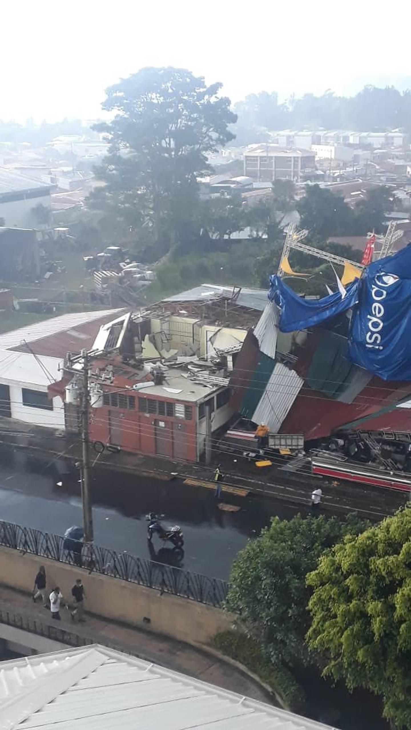 Torbellino causa estragos en Cartago. Foto cortesía.
