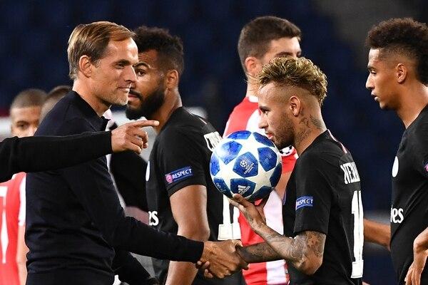 El técnico Tuchel al principio tuvo una buena relación con Neymar, pero ahora no se hablan. AFP