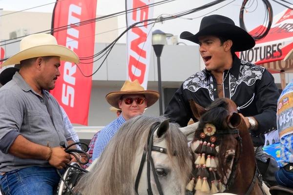 El expresentador de canal 7 heredó el amor por los caballos y los topes de su padre, así como, su profesión como odontólogo. Archivo