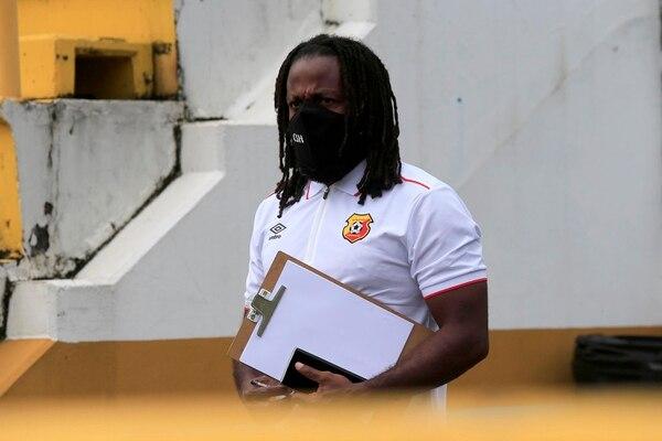Ojalá que el Mambo tuviera en sus apuntes la cantidad de veces en que la Liga ha descalificado a Herediano, para que no hable antes de tiempo. Rafael Pacheco.