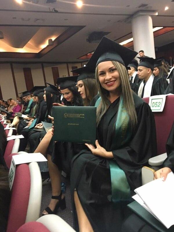 Stefanny Robles también se graduó hace poco como enfermera. Facebook.