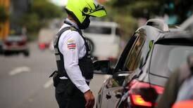 Choferes de 'apps' de transporte piden a clientes quitarse mascarilla para que tráficos no los paren