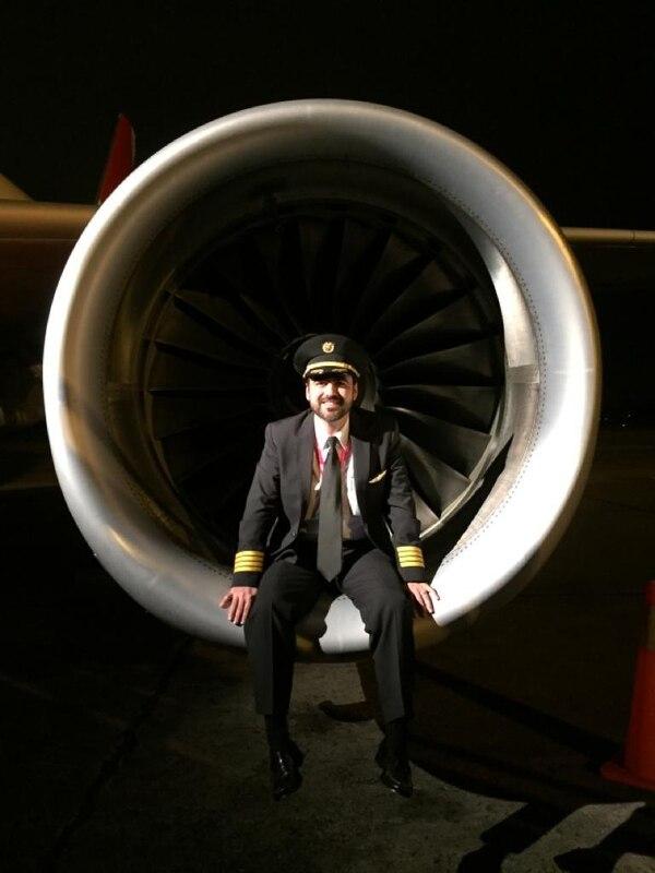 David se fue a trabajar a una aerolínea china desde hace tres años y pasa un mes allá y otro acá. Fotos: Cortesia