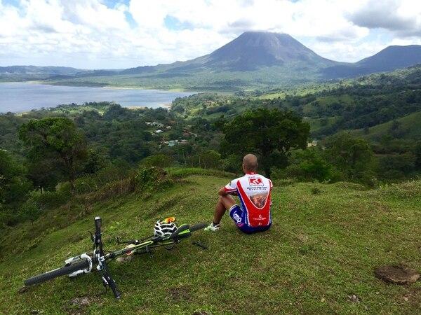 Los alrededores del volcán Arenal y la zona de La Fortuna es ideal para los amantes del ciclismo y el paisaje es espectacular. Foto: Archivo GN
