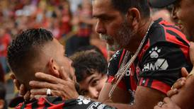 Papá de Jonathan Moya le agradeció sus goles con siete palabras
