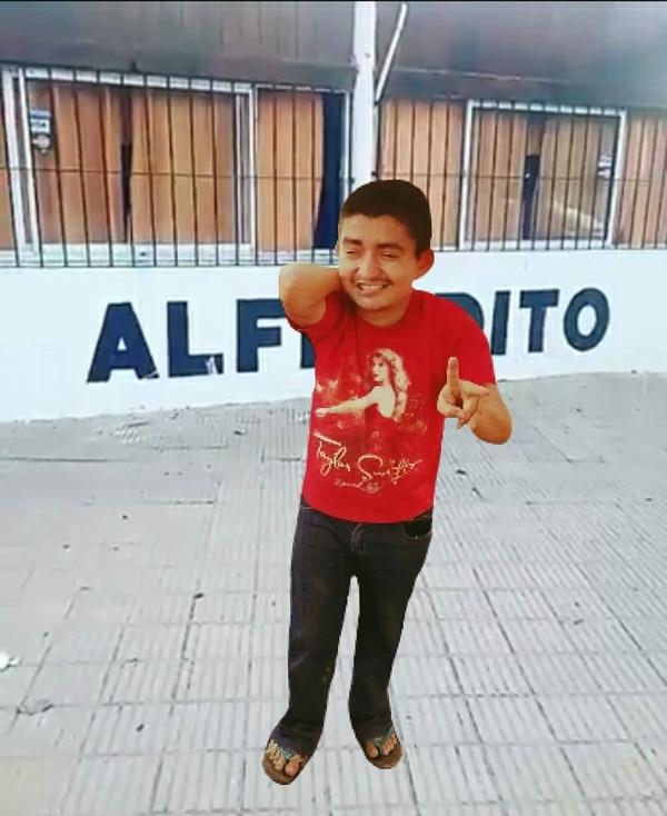 Alfredito es todo un personaje en Nicoya y además un fiebre alajuelense.