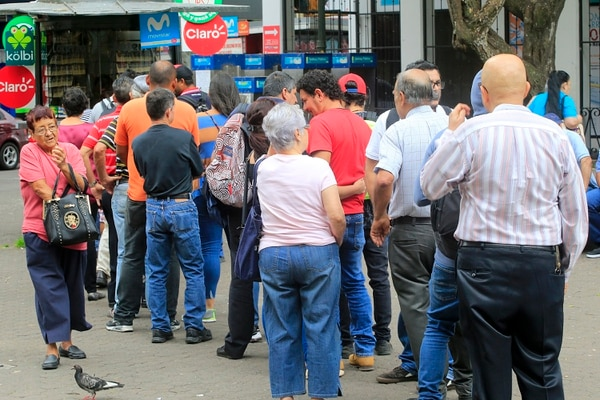Cuando el acumulado de la Junta estaba en su máximo apogeo, las filas de compradores eran muy largas. Foto: Rafael Pacheco