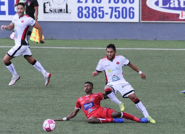 Tras más de tres años sin jugar una final, la Liga se ganó el derecho de jugar dos. Jorge Castillo