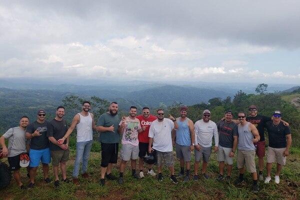 Anthony Castro, uno de los sobrevivientes de la tragedia que cobró la vida de cinco hombres en río Naranjito de Quepos publicó una de las últimas fotos que se tomaron los amigos en Costa Rica. Foto: GoFoundMe