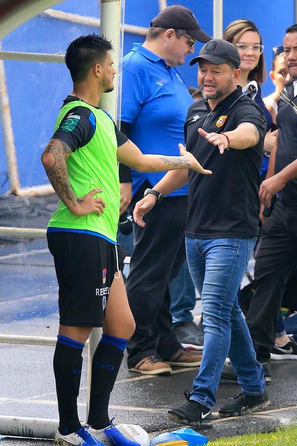 Jafet Soto señala que no enviará su curriculum a la Fededútbol, por el tema del seleccionador nacional. Foto: Rafael Pacheco