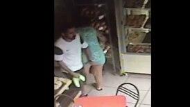 (Video) Pervertido le toca los glúteos a una mujer en San Carlos