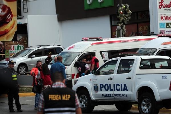 El asalto fallido ocurrió el jueves en el centro comercial Paso Nuevo, en Coronado. Foto: Alonso Tenorio.