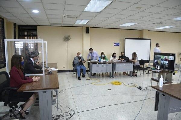 """Los """"Repartidores de muertos"""" de la que era la banda de El Gringo escucharon las penas por videoconferencia. Foto: Francisco Barrantes"""