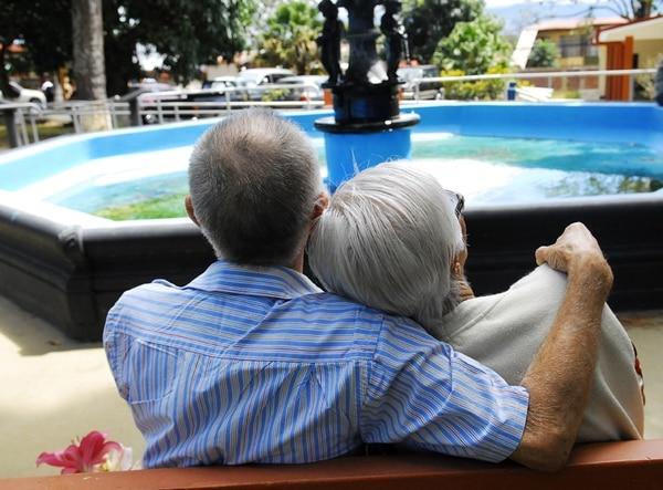 El amor no tiene edad. Foto Mario Rojas, Archivo