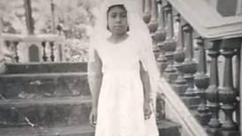 Foto de niña que hizo la primera comunión descalza ganó concurso de imágenes antiguas