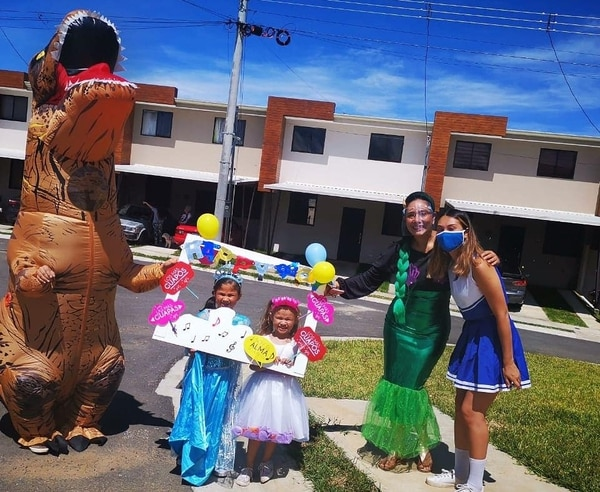 Las hermanitas María Celeste y Sofía disfrutaron mucho la celebración. Foto: Cortesía de Johana Calvo.