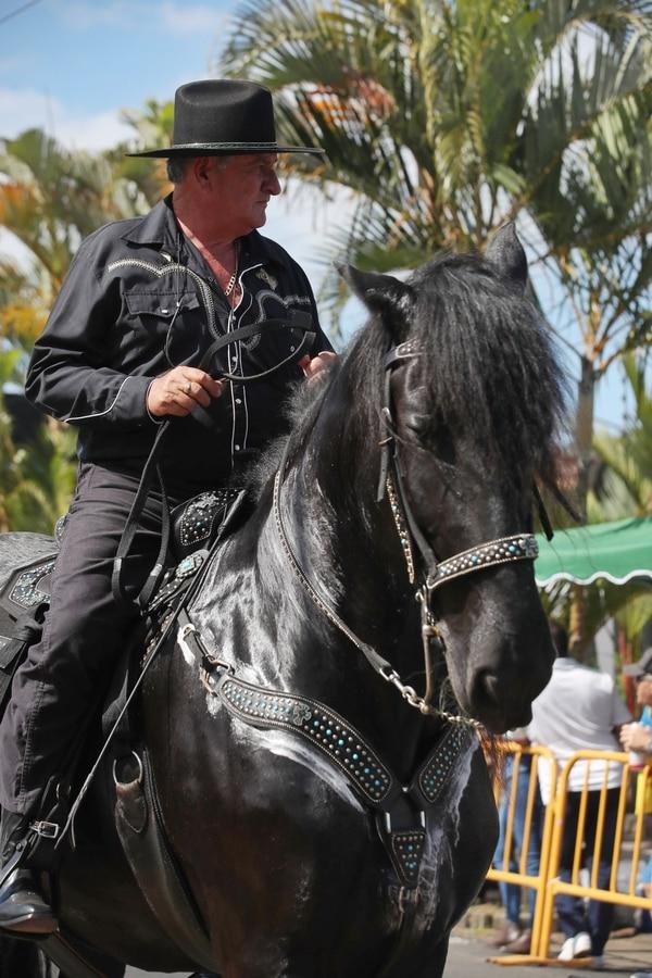 Don Enrique Castro llamó bastante la atención por su gran yegua. Foto: John Durán