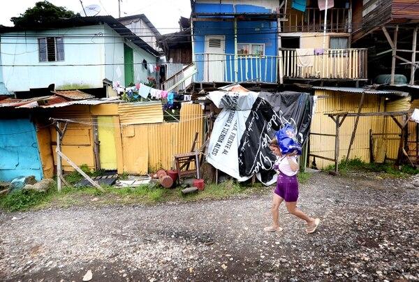 Los afectados lograron rescatar unas poquitas pertenencias este lunes. Foto: John Durán LT