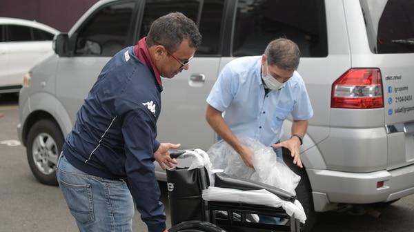 Don Víctor no esperaba el regalo por los tiempos tan complicados que vivimos. Foto: Cortesía Prensa Saprissa