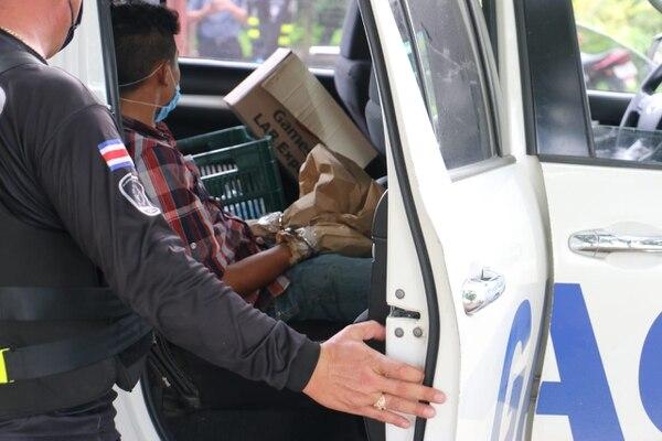 Al sospechoso de 17 años le decomisaron fajos de billetes que en apariencia eran de Rafael Ángel González Rodríguez. Foto: Reiner Montero
