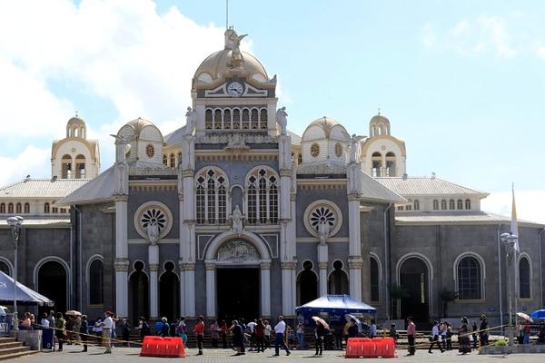 La entrada de los fieles fue en orden y en todo momento hubo distanciamiento. Foto: Rafael Pacheco.