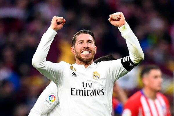 Sergio Ramos celebra su octavo penal anotado en la actual liga española, en igual cantidad de lanzamientos. AFP