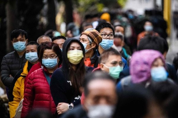 Hasta en Costa Rica están agotadas las mascarillas debido al coronavirus. (Photo by Anthony WALLACE / AFP)