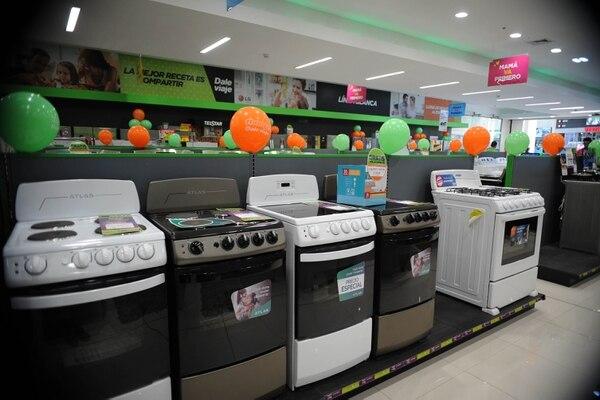 Los productos de la línea blanca como cocinas, lavadoras o refrigeradoras siguen siendo la opción número uno de los ticos para regalarles a las mamás. Foto: Diana Méndez