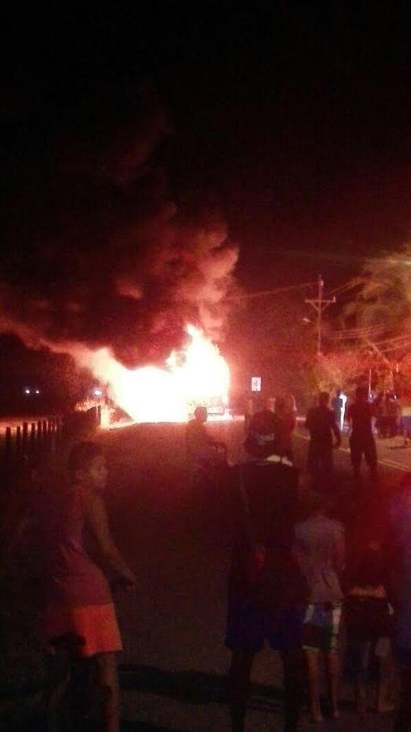 Un problema mecánico en apariencia provocó las llamas. Foto: Grupo Nación