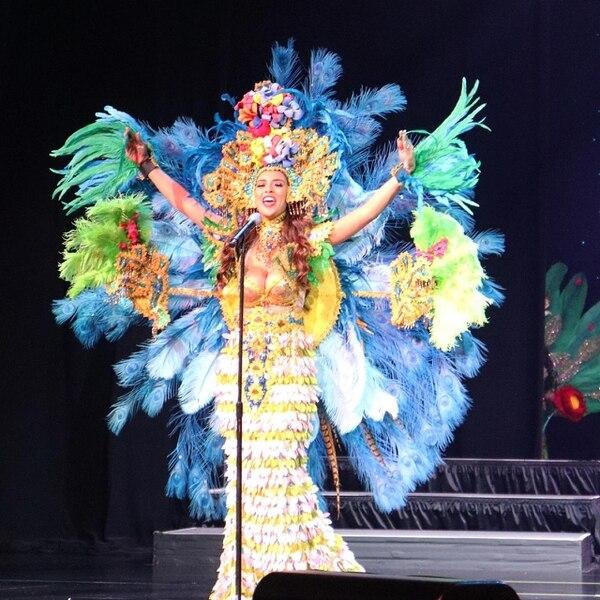 La tica llenó de color el escenario con su traje típico. Foto: Cortesía Marisol Soto.