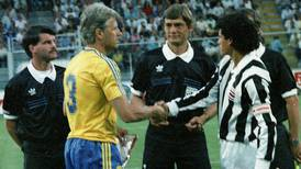 Costa Rica pegó el primer golpe a Suecia en Italia 90 en el túnel a la cancha