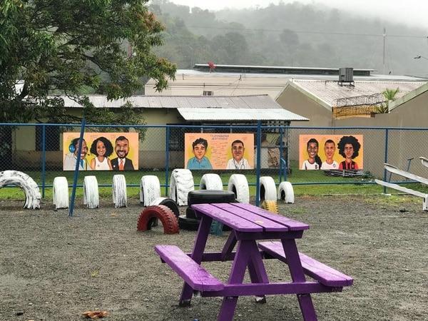 Ahora el parque de la comunidad de Bribrí luce bien colorido gracias a la valentía del periodista. Foto: Cortesía Alexánder Córdoba