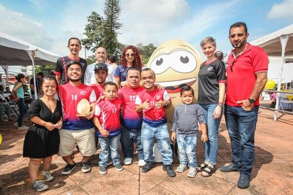 La sele de talla pequeña fueron los homenajeados por la Cámara Nacional de Avicultores que les dio platica para que vayan a la Copa América. Foto: Canavi.