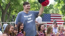 Muere a los 38 años el hombre más alto de Estados Unidos: medía 2,35 metros