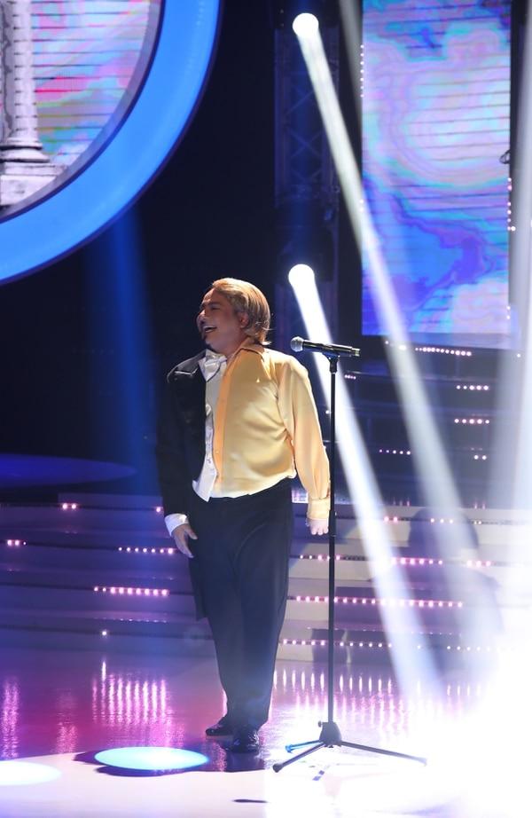 """LuisGa, de la agrupación Los Ajenos, dejó al jurado como loco con su interpretación de la canción """"O sole mío"""" en inglés e italiano. Fotografía: Graciela Solis"""