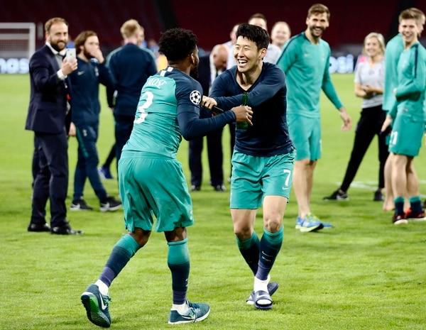 Danny Rose y Son Heung-Min,se jugaron un partidazo. (AP Photo/Peter Dejong)