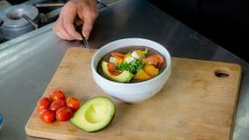 Aprenda cómo hacer una sopa negra aún más potente de la que conocemos
