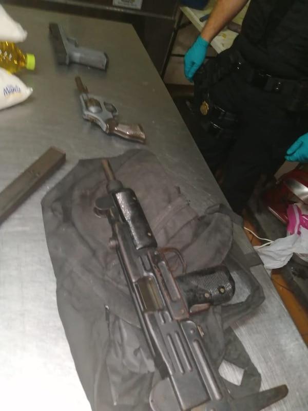 Las autoridades han decomisado varias armas. Foto: OIJ