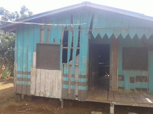 Está casita sufrió daños en las paredes. Foto: Municipalidad de Guatuso