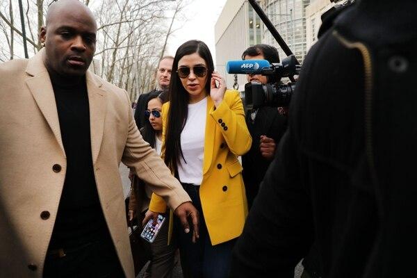 Emma Coronel Aispuro lo acompañó durante el juicio en Nueva York. Foto: AFP