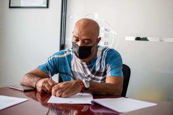 Wright firmó su contrato este jueves. Prensa Saprissa.