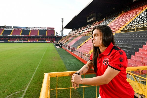 Chinchilla afirma que su sueño es jugar un partido a estadio lleno en el Morera Soto, llamado que hace a la afición manuda. Foto de Jorge Castillo