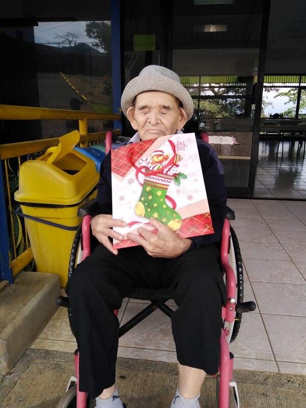 Chepito disfrutó demasiado las cartitas y el regalito; este 2020 cumplió 120 años de edad. Cortesía.