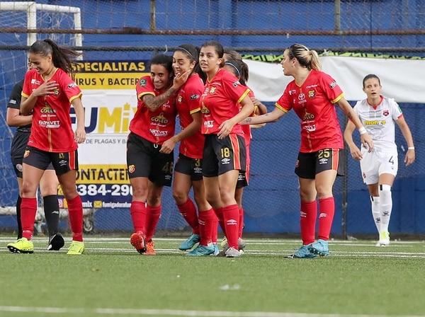 Cristin Granados le dio la tranquilidad a las tigresas cuando anotó el 1-1, ocho minutos después llegó el 2-1 definitivo. Foto John Durán.